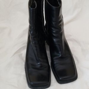Squared toed short boots
